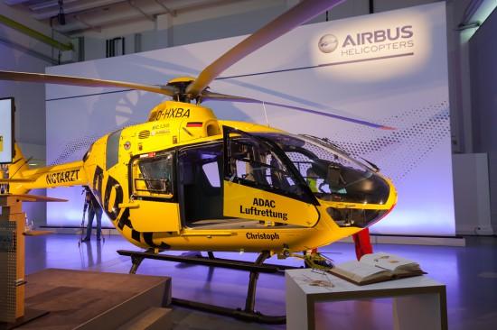 Die nagelneue H 135 in den Hallen von Airbus Helicopters in Donauwörth.
