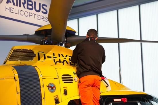 Die Maschine wurde für den Demonstrationsflug vorbereitet.