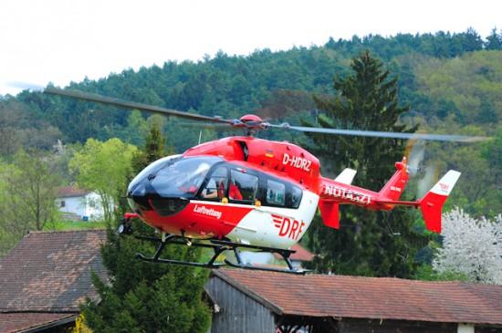 """Für weitere 5 Jahre wird der Regensburger Hubschrauber ein """"Rot-Weißer"""" der DRF Luftrettung sein."""
