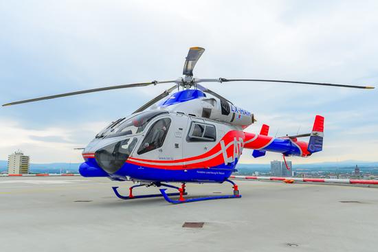 Air-Rescue 3 nach einem Intensivtransport auf dem Dachlandeplatz der Uniklinik Mainz.