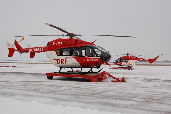 ... sowie die beiden dort stationierten Intensivtransporthubschrauber ansehen (hier beide ITH im schneereichen Januar 2013)