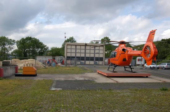 """Im Sommer 2009 waren die Umbauarbeiten am Luftrettungszentrum """"Christoph 13"""" in vollem Gange"""