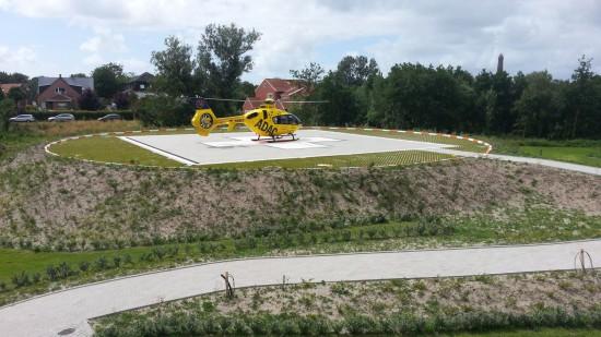Christoph 6 aus Bremen bei einem Einsatz nach der Landung: Im Einsatz die D-HBYF