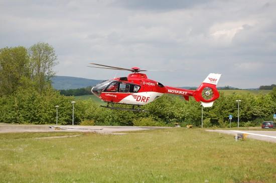 """Die DRF-Luftrettung ist derzeit zwar nicht in Hessen vertreten, hat aber Stationen in den angrenzenden Bundesländern (unter anderen """"Christoph 44"""" in Göttingen, """"Christoph 37"""" in Nordhausen und """"Christoph 60"""" in Suhl)"""