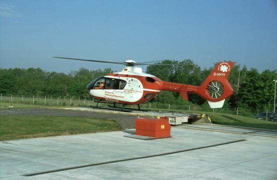 Die Björn-Steiger-Stiftung hat keinerlei Expertise in der bundesdeutschen Luftrettung, ihr Name war aber bis ins Jahr 2009 auf den RTH und ITH der Deutschen Rettungsflugwacht e. V. präsent (hier eine der beiden 1996 in Dienst gestellten EC 135 als Chr.18)