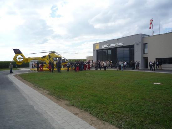 Blick auf den Landeplatz und die Station