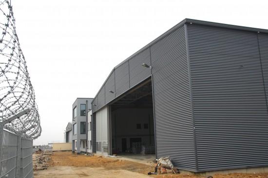 Blick auf den neuen Hangar
