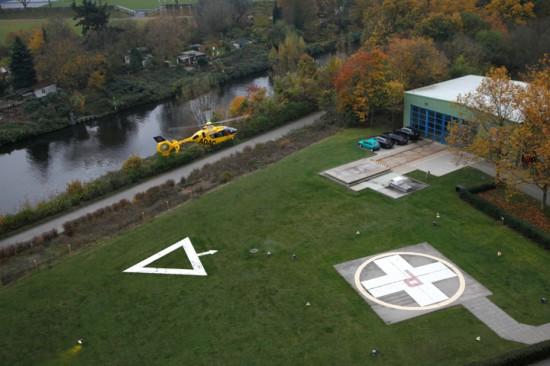"""Blick auf die derzeitige Situation vom Landeplatz """"Christoph 31"""" mit der An- und Abflugzone über den erwähnten Fußweg"""