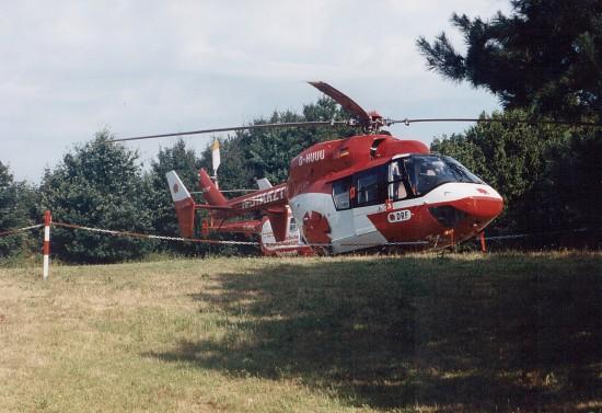 Archivfoto der Station mit der jahrelang eingesetzten BK 117, im Hintergrund die BO 105