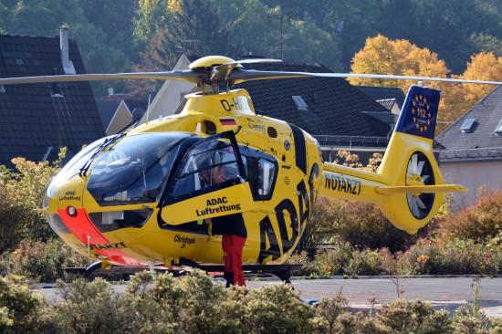 """Moderne Technik in der zivilen Luftrettung: Hier eine EC 135 der neuesten Generation im Einsatz als """"Christoph 25"""" in Siegen"""
