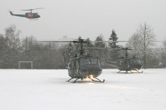 Gemeinsam mit zwei weiteren Maschinen verabschiedete sich die Crew bei Schneefall aus Hamburg