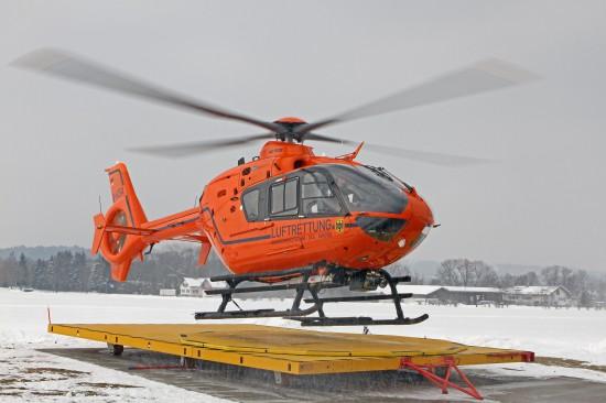 Start eines Zivilschutzhubschraubers am Duracher Flugplatz bei Kempten