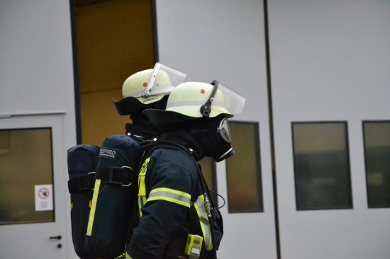 Ein Feuerwehrtrupp stand in Bereitschaft, um im Fall einer Entzündung sofort erste Löschmaßnahmen beginnen zu können