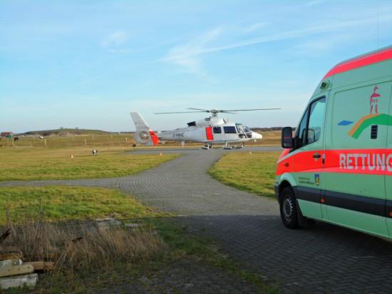 Die Zusammenarbeit mit den bodengebundenen Rettungsdiensten klappt einwandfrei (hier ebenfalls auf Langeoog)