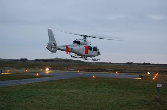 Die Hubschrauber von NHC fliegen auch im Dunklen (hier im Januar 2014 anlässlich einer dringlichen Beförderung von Langeoog aufs Festland)