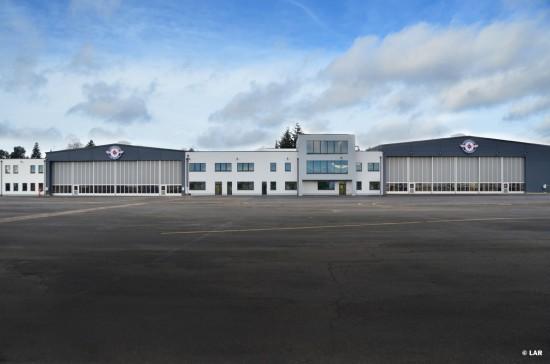 Das neue Gebäude vom Flugfeld aus betrachtet