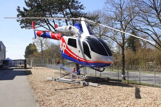 Am Haupteingang, einen ausgestellten RTH, der wurde mit den noch brauchbaren Teilen von den 2 verunfallten Helikoptern der deutschen Polizei aus Hannover (D-HBNB und D-HBND) zusammgestellt, jedoch ohne Triebwerke