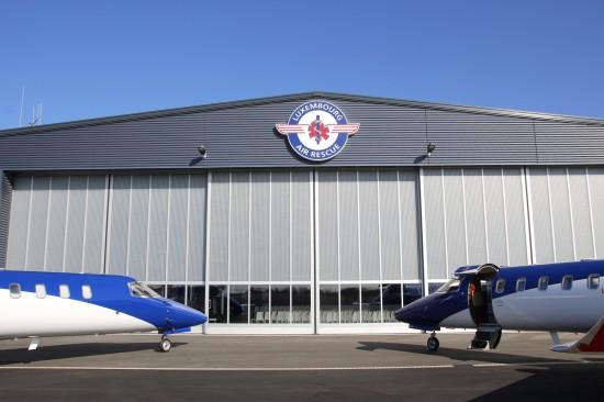 Der Abstellhangar für die 5 Rettungshelikopter und die 5 Flugzeuge