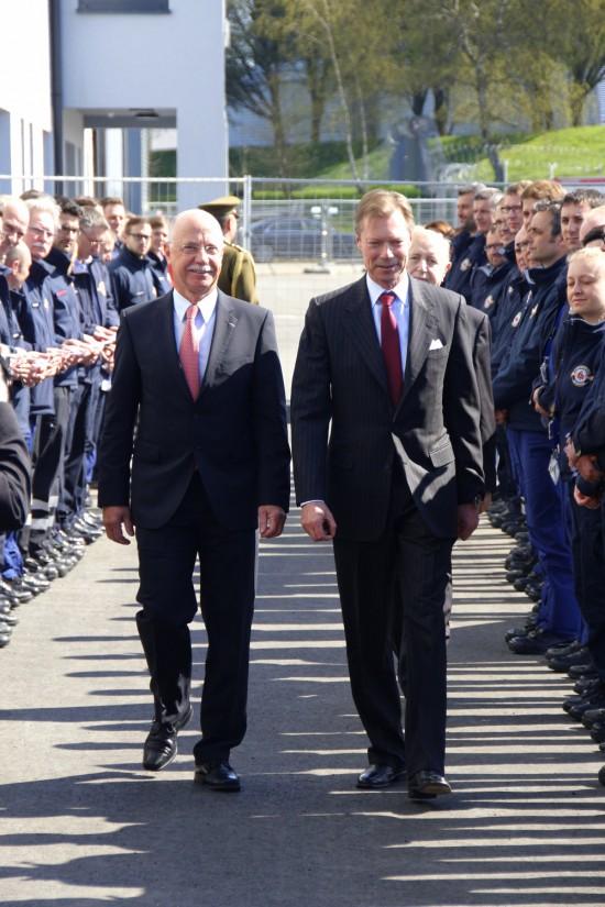 LAR - Präsident René CLOSTER,S.K.H. Grossherzog Henri von Luxemburg,sowie im Hintergrund Mathias SCHILTZ, Präsident der Fondation Luxembourg Air Rescue