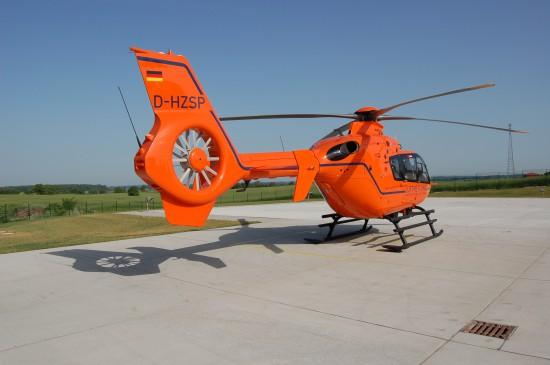 """Stellt seit nunmehr 40 Jahren die Luftrettung in Ostholstein sicher: der Zivilschutz-Hubschrauber """"Christoph 12"""" des Bundes (hier abgebildet das seit dem Jahr 2008 eingesetzte Hubschraubermodell EC 135 T2i)"""