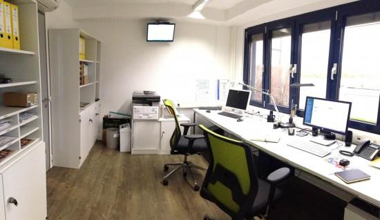 Das zweckmäßig eingerichtete neue Büro der Koblenzer Luftrettungsstation