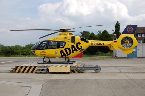 """Die Kooperation zwischen ADAC-Luftrettung und Bundeswehr-Zentralkrankenhaus Koblenz kommt auch sichtbar zum Tragen: der RTH """"Christoph 23"""" ist dementsprechend beklebt"""