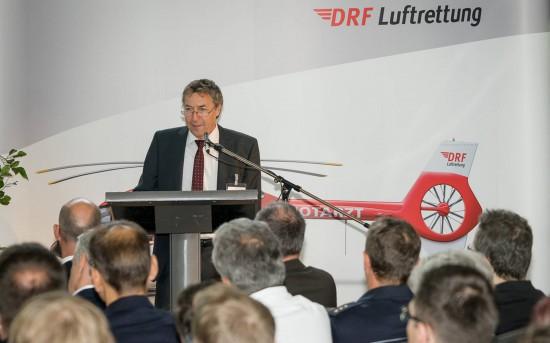 Steffen Lutz, Vorstand der DRF Luftrettung, würdigte in seiner Rede die vertrauensvolle und gute Zusammenarbeit in 30 Jahren Stationsgeschichte mit allen Partnern vor Ort