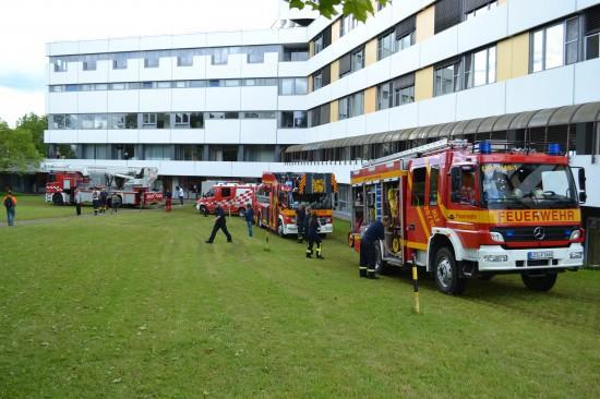 Fahrzeuge der Feuerwehr Leonberg und der Daimler-Werksfeuerwehr