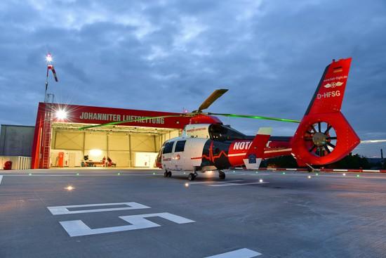 D-HFSG vor dem Hangar am Luftrettungszentrum Gießen