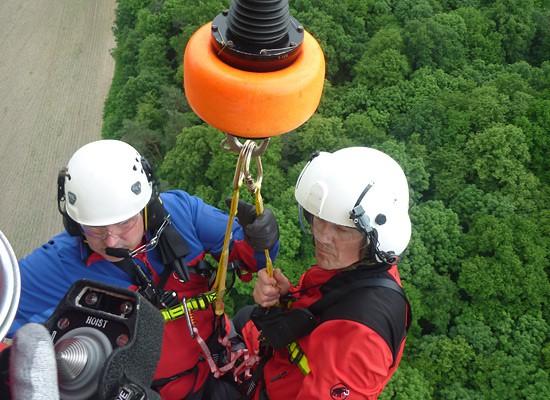 Christoph 62 beim Training mit der Rettungswinde