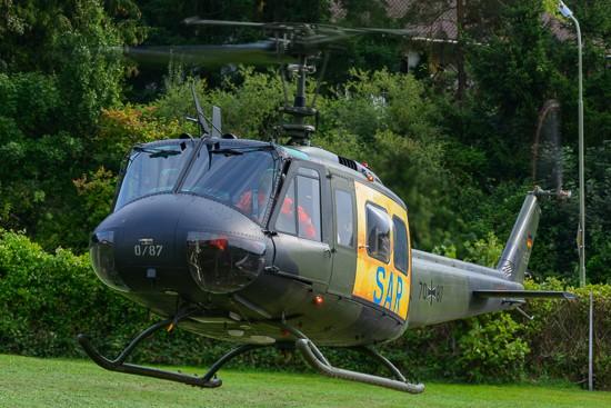 """Fliegt jetzt von Niederstetten aus: der für Süddeutschland zuständige SAR-Hubschrauber vom Typ Bell UH-1D (Archivaufnahme des """"SAR Nörvenich 41"""" aus dem September 2015)"""