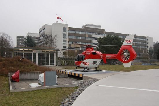 """Der RTH """"Christoph 43"""" musste Ende Januar 2016 aufgrund des Umbaus des St. Vinzentius-Krankenhauses in Karlsruhe zum Baden Airpark verlegt werden (die Archivaufnahme stammt aus dem Februar 2011)"""