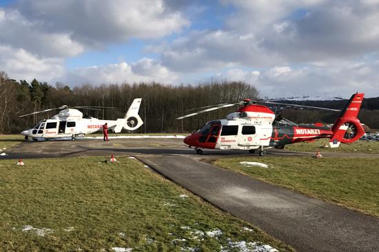 Fotografenglück: Gleich zwei ITH der Johanniter Luftrettung konnten am Heli-Landeplatz des UK Homburg/Saar abgelichtet werden