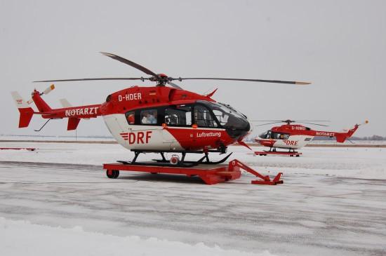 Derzeit betreibt die DRF Luftrettung das Luftrettungszentrum Halle (hier abgebildet eine EC 145 und eine BK 117)