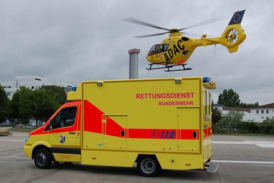 """Am BwZKrhs Koblenz ist nicht nur der RTH """"Christoph 23"""" stationiert, das Bw-Rettungszentrum setzt auch Rettungs- (RTW) und Intensivtransportwagen (ITW) sowie ein Notarzteinsatzfahrzeug (NEF) ein"""