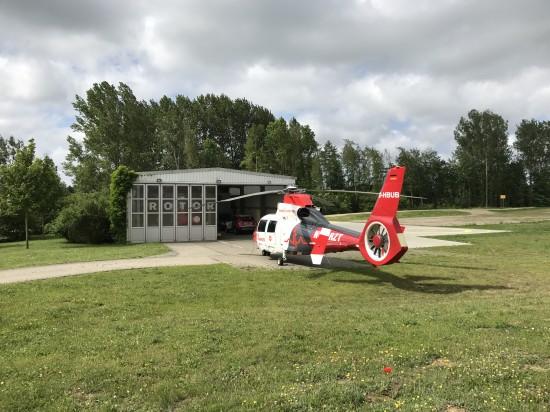 Hier ist die D-HBUB am Luftrettungsstützpunkt Rostock zu sehen (rechts im Hintergrund die ebenfalls neu entstandenen Parkpositionen)