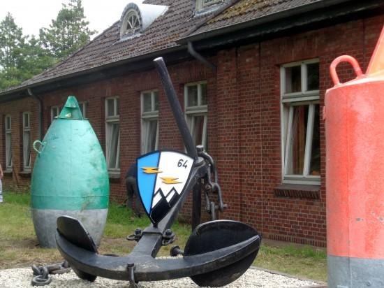 Imposant: der Anker mit dem Wappen des HTG 64