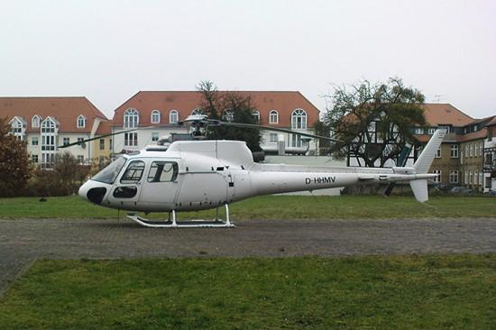 Diese Archivaufnahme zeigt die D-HHMV im Einsatz als Ambulanzflieger