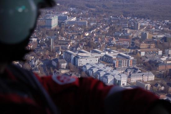 In unmittelbarer Nähe zum Johanniter-Luftrettungszentrum liegt das Gießener Universitätsklinikum mit seinem Dachlandeplatz