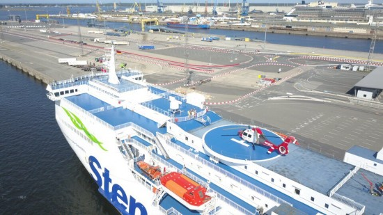 Am 10. August 2017 landete die AS 365 N2 der Johanniter Luftrettung erstmals auf dem Decklandeplatz einer Ostseefähre