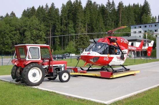 """Zurzeit fliegen in Reutte und Fresach noch die bewährten Maschinen vom Typ BK 117 (die Archivaufnahme aus dem Mai 2012 zeigt den NAH """"RK-2"""" in Reutte)"""