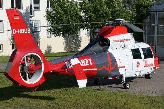 Am Standort Rostock kooperiert die Johanniter Luftrettung mit der Firma Rotorflug (hier ist die neue D-HBUB zu sehen)