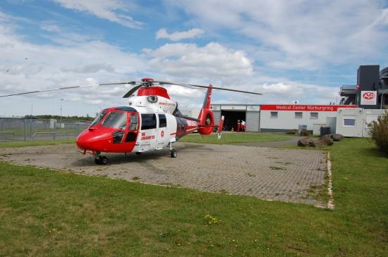 Am Standort Nürburgring kooperiert die Johanniter Luftrettung mit dem örtlichen Roten Kreuz und der Betreibergesellschaft capricorn Nürburgring GmbH