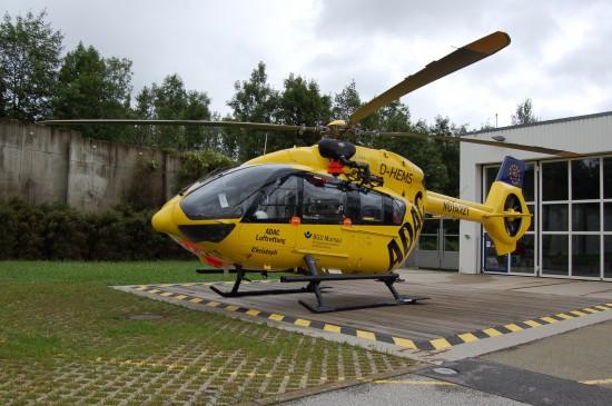 """Bei Einsätzen in schwierigen oder abgelegenen Gebieten kommt ein Helikopter mit Rettungswinde zum Einsatz (hier der ITH """"Christoph Murnau"""" im August 2017)"""