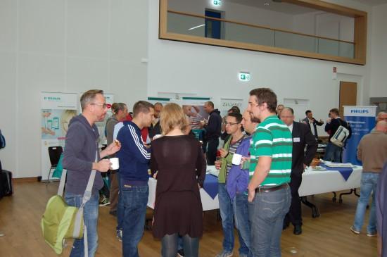Im Gespräch III: In den Pausen hatten Teilnehmer und Referenten des Symposiums ausreichend Gelegenheit zum Meinungsaustausch und zum Besuch der Industrieausstellung