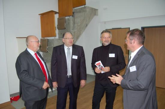 Im Gespräch I: (v.l.n.r.) Günther Lohre, Oliver Meermann, Michael Sander und Simon Little im Hörsaal 2 des Medizinischen Lehrzentrums der Uniklinik Gießen