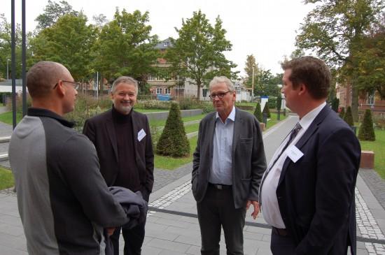 Im Gespräch II: (v.l.n.r.) Thomas Braun, Michael Sander, Hans-Georg Jung und Uwe Hamsen in einer kleinen Pause