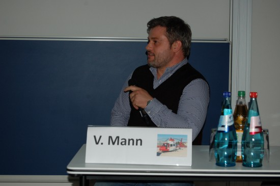 Valesco Mann war für die dritte Sitzung als Moderator im Einsatz