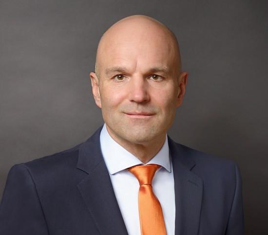 Dr. Krystian Pracz hat am heutigen Tag seine Tätigkeit als Vorstandsvorsitzender der DRF Stiftung Luftrettung gemeinnützige AG aufgenommen