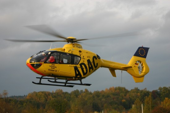 Startklar: Vom Dach des Klinikums St. Elisabeth aus starten die Hubschrauberbesatzungen zu Einsätzen rund 60 Kilometer rund um Straubing